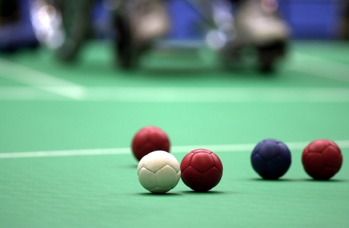 241000_-_Boccia_equipment_balls_-_3b_-_Sydney_2000_match_photo.jpg
